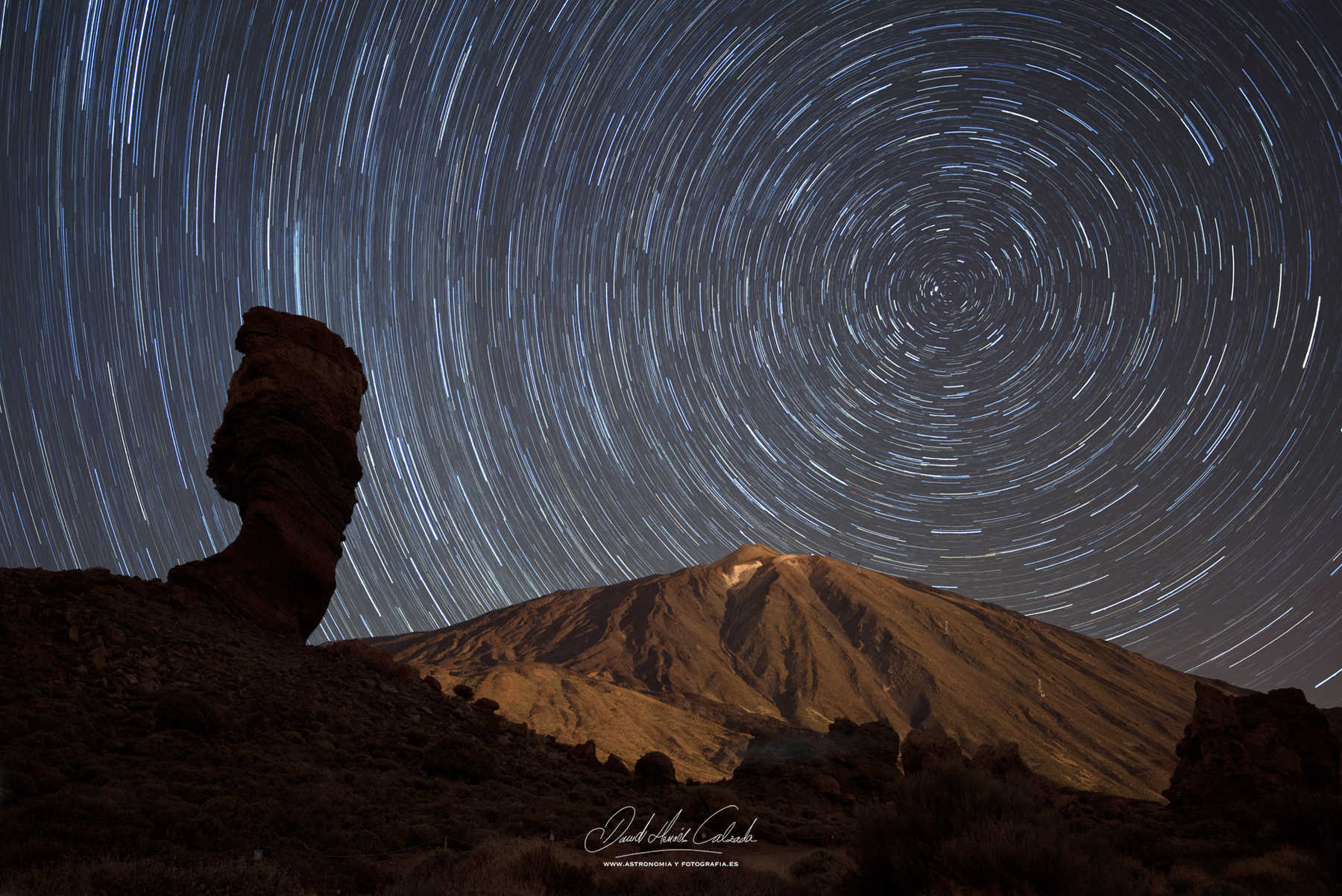 STAR TRAILS SOBRE EL TEIDE