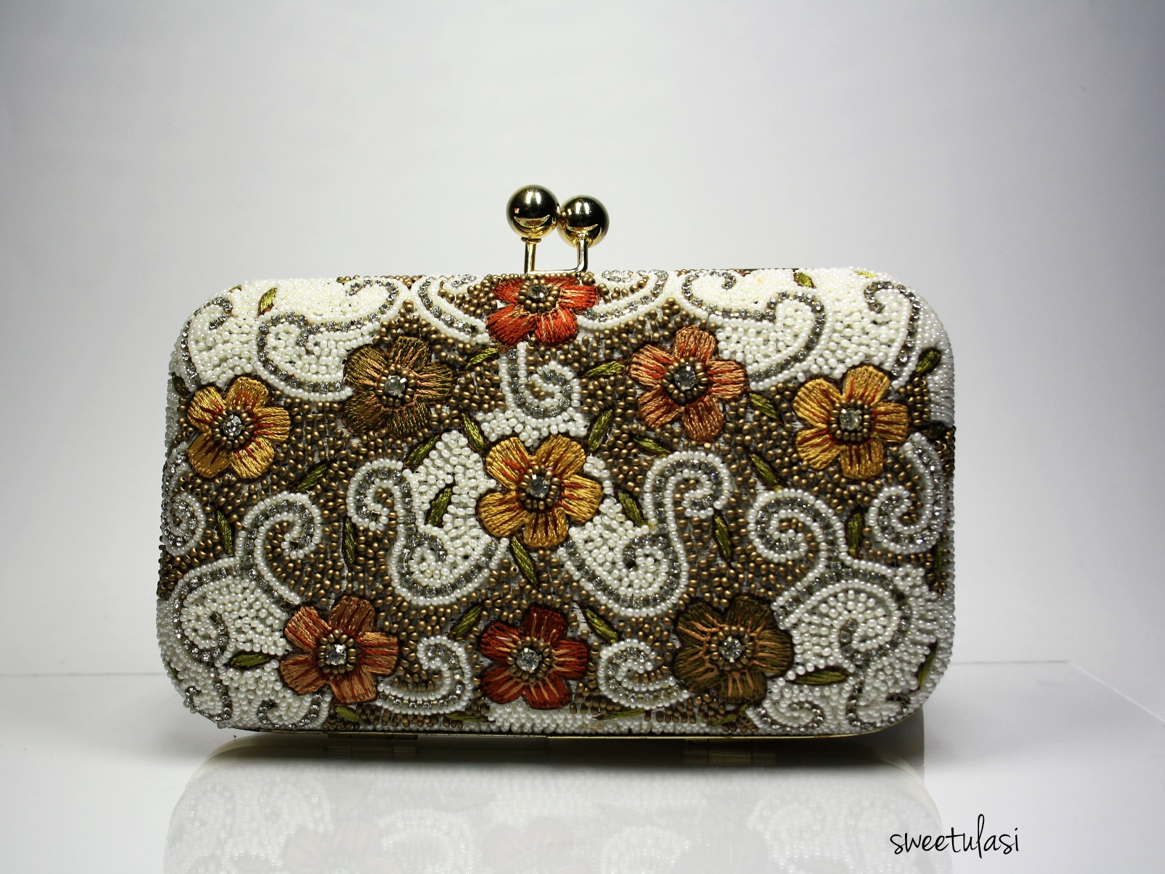Clutch de India rigido bordado perlas