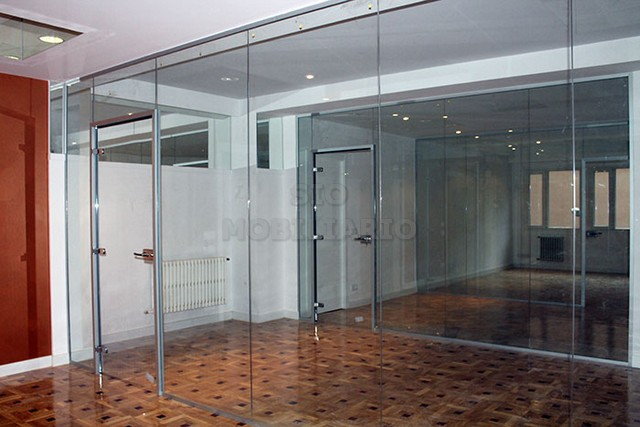 Sio mobiliario oficina madrid mampara de oficina for Modelos de mamparas de madera para sala