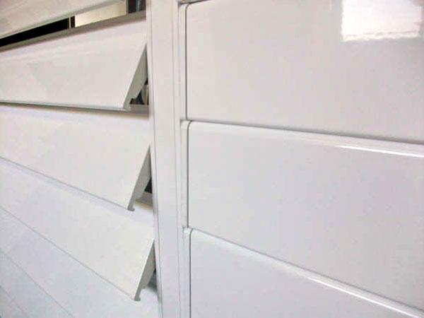 Celos as de aluminio para ventanas y puertas alucondal - Celosias para ventanas ...
