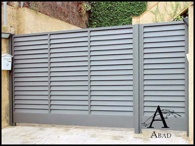 Puertas met licas para exterior puertas de hierro para for Puerta corredera exterior jardin