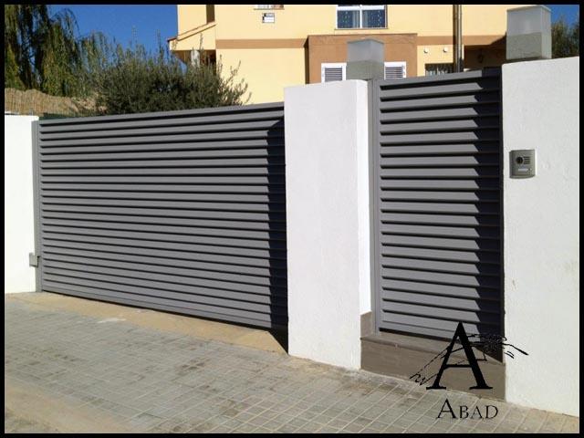 Puertas met licas para exterior puertas de hierro para - Puerta corredera exterior ...