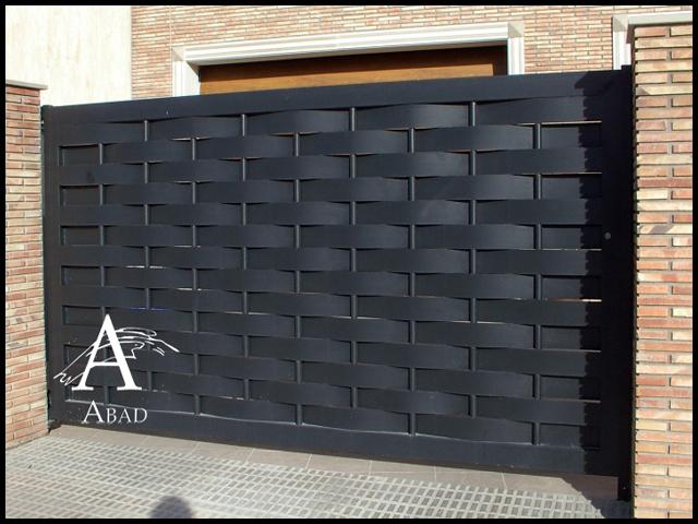 Puertas met licas para exterior puertas de hierro para for Modelos de puertas metalicas para viviendas