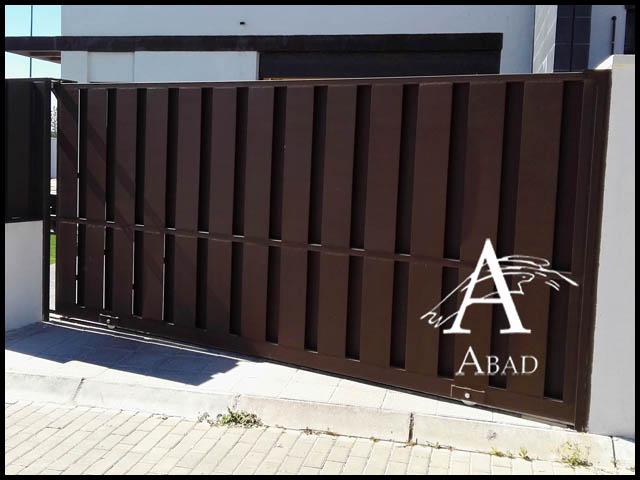 Puertas met licas para exterior puertas de hierro para for Puertas metalicas modernas para exterior