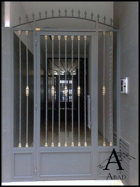Puertas met licas de exterior cancelas de hierro y forja - Puertas exterior hierro ...