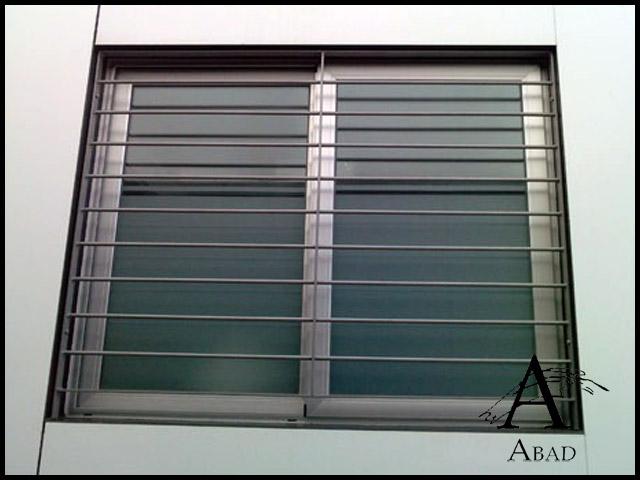 Rejas modernas para ventanas carpinter a met lica abad for Modelos de puertas metalicas para viviendas