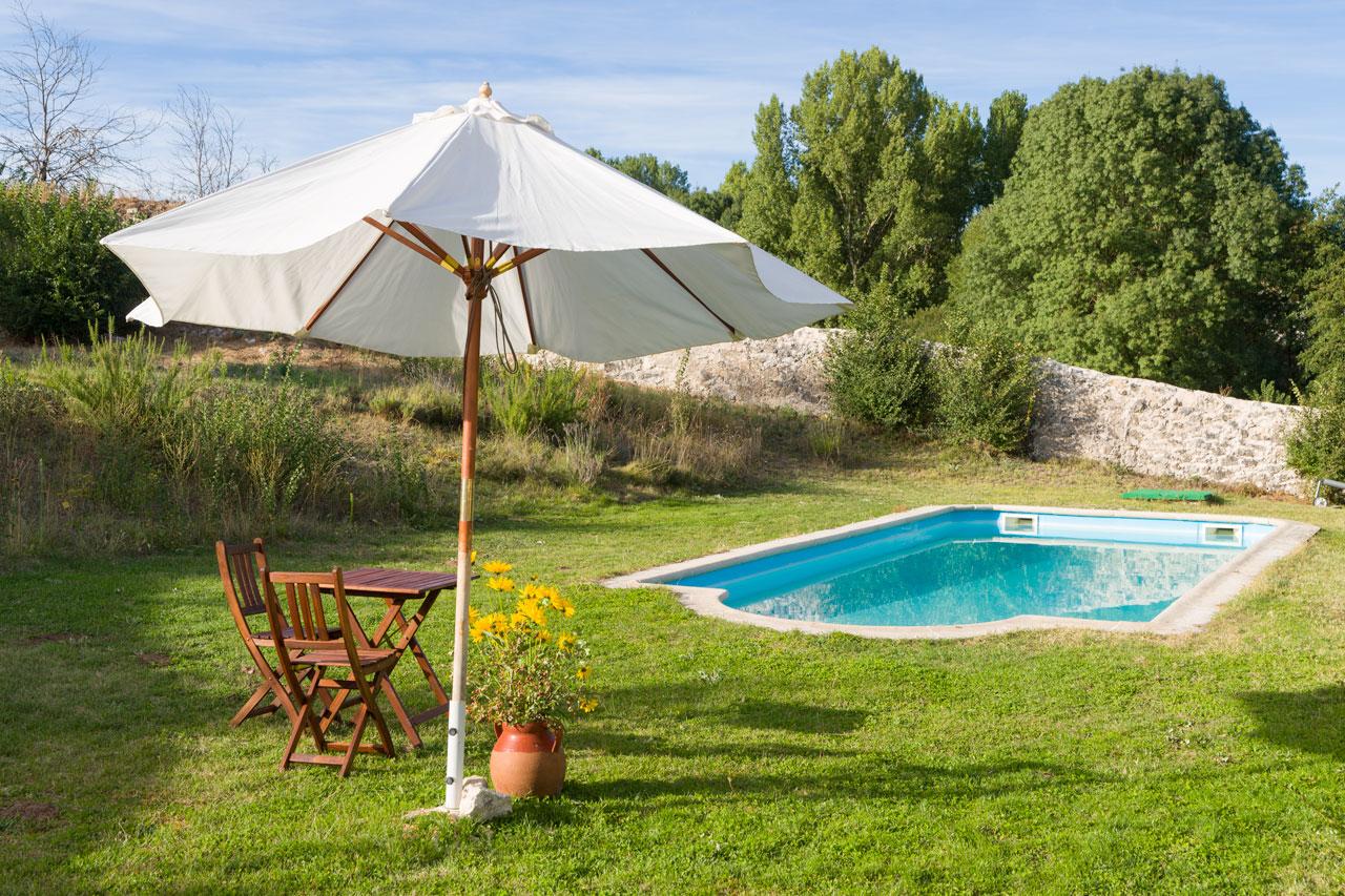 Jard n y piscina for Piscina huerta del rey