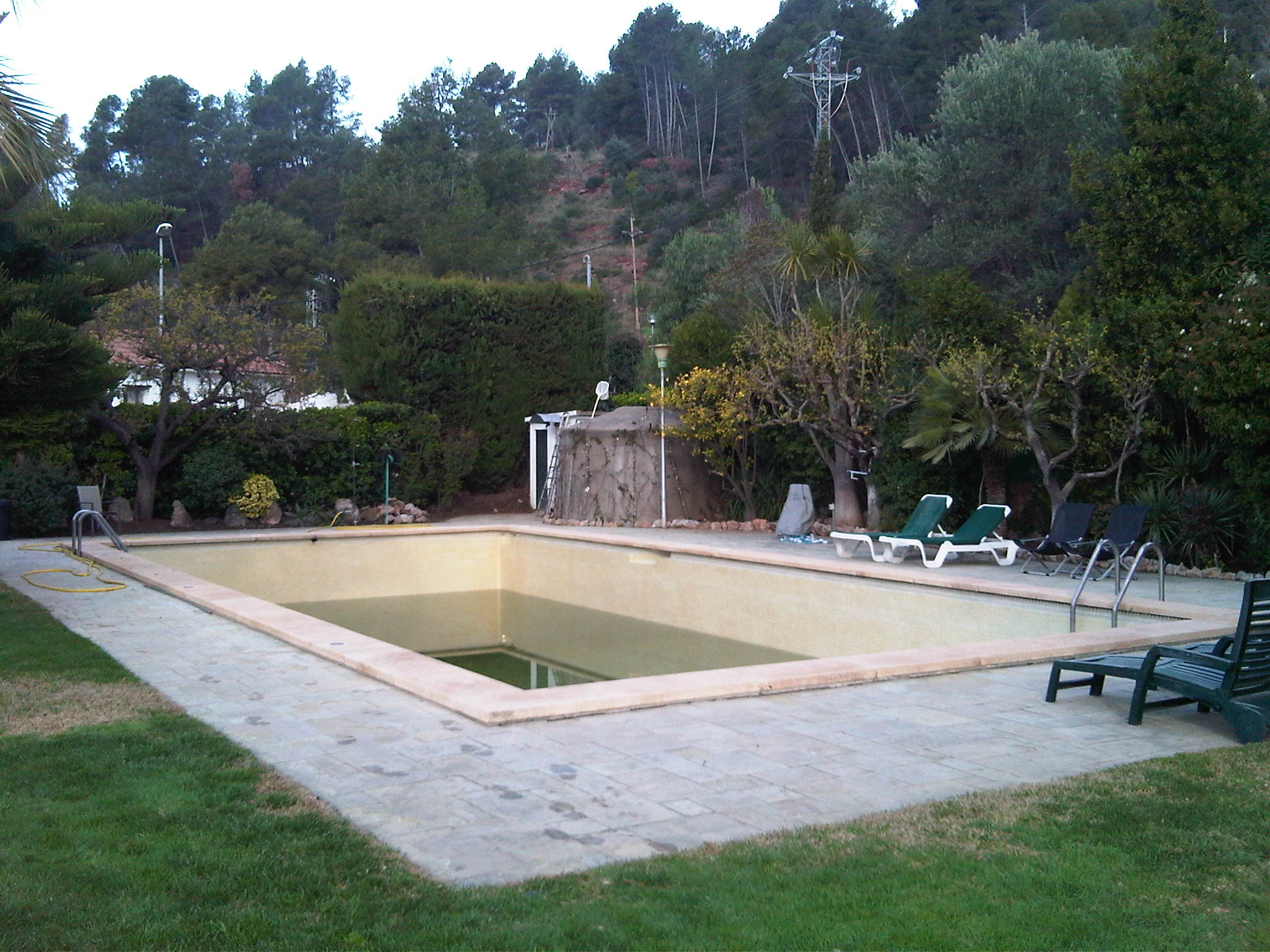Piscina a restaurar.