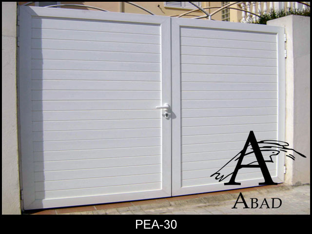 puerta abatible en panel sandwich