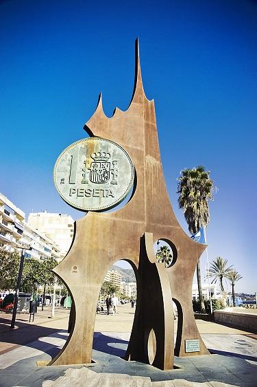 Monumento peseta FUENGUIROLA MALAGA 50jpg