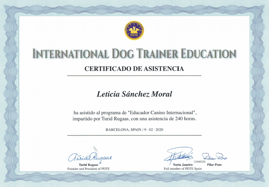 Título de International Dog Trainer Education