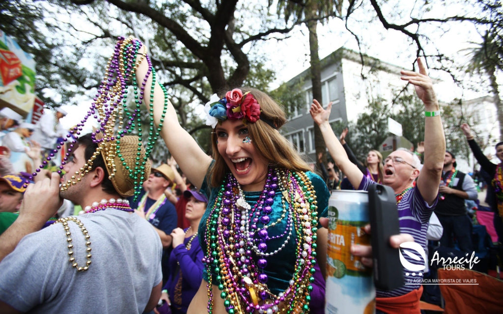 Mardi-Gras-Parade-New-Orleans-02-FATTUES0116-1024x640jpg