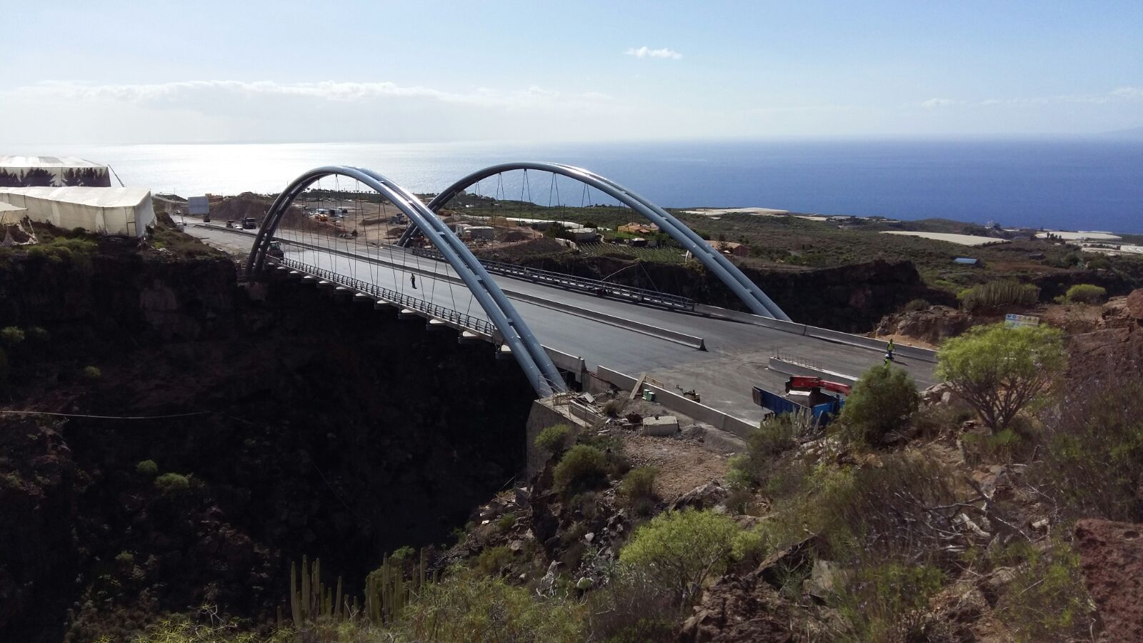 Erques Arch low deck. 110 m span. Tenerife, Spain.